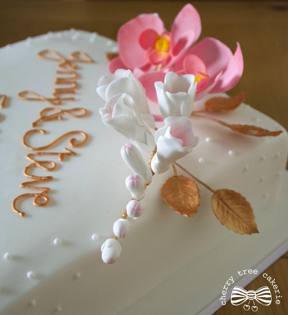 Frisia-Sugar-flowers-wedding-anniversary-cake