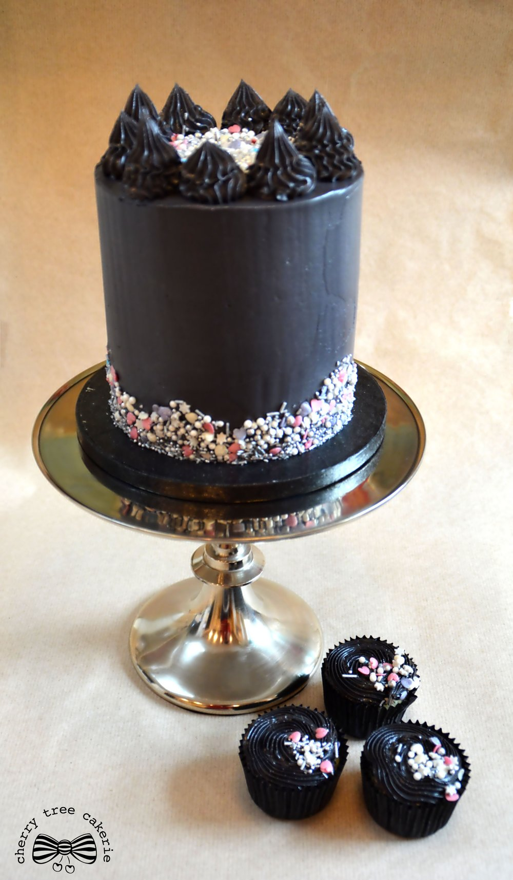 black-buttercream-cake-and-matching-cupcakes
