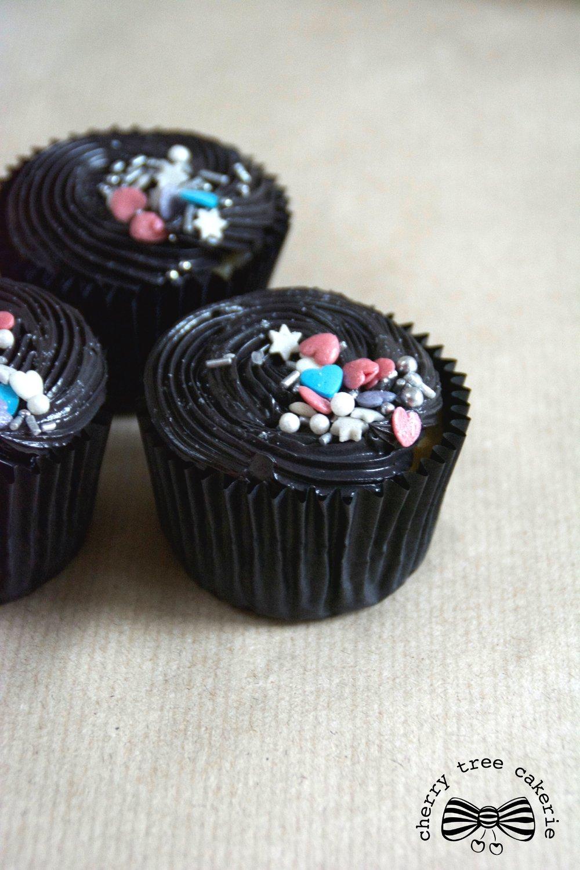 black-buttercream-cupcakes