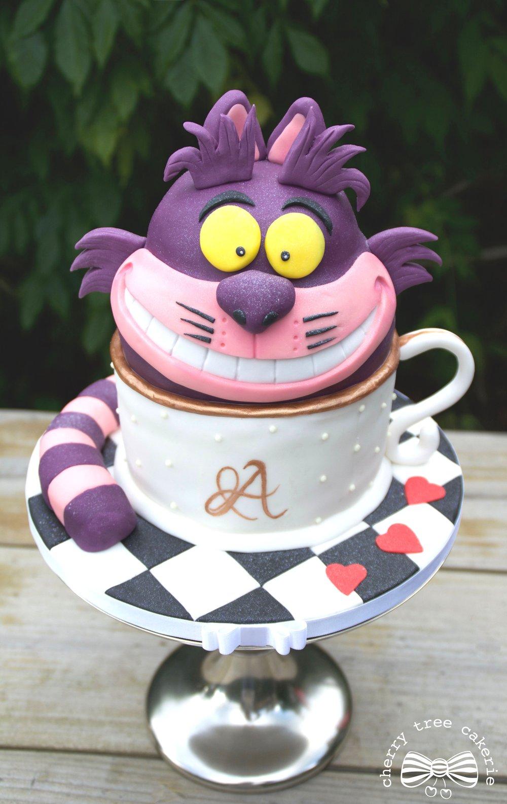 Alice-in-Wonderland-Cheshire-Cat-cake