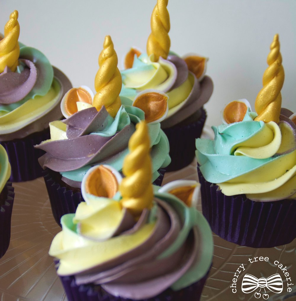 rainbow-unicorn-cupcakes