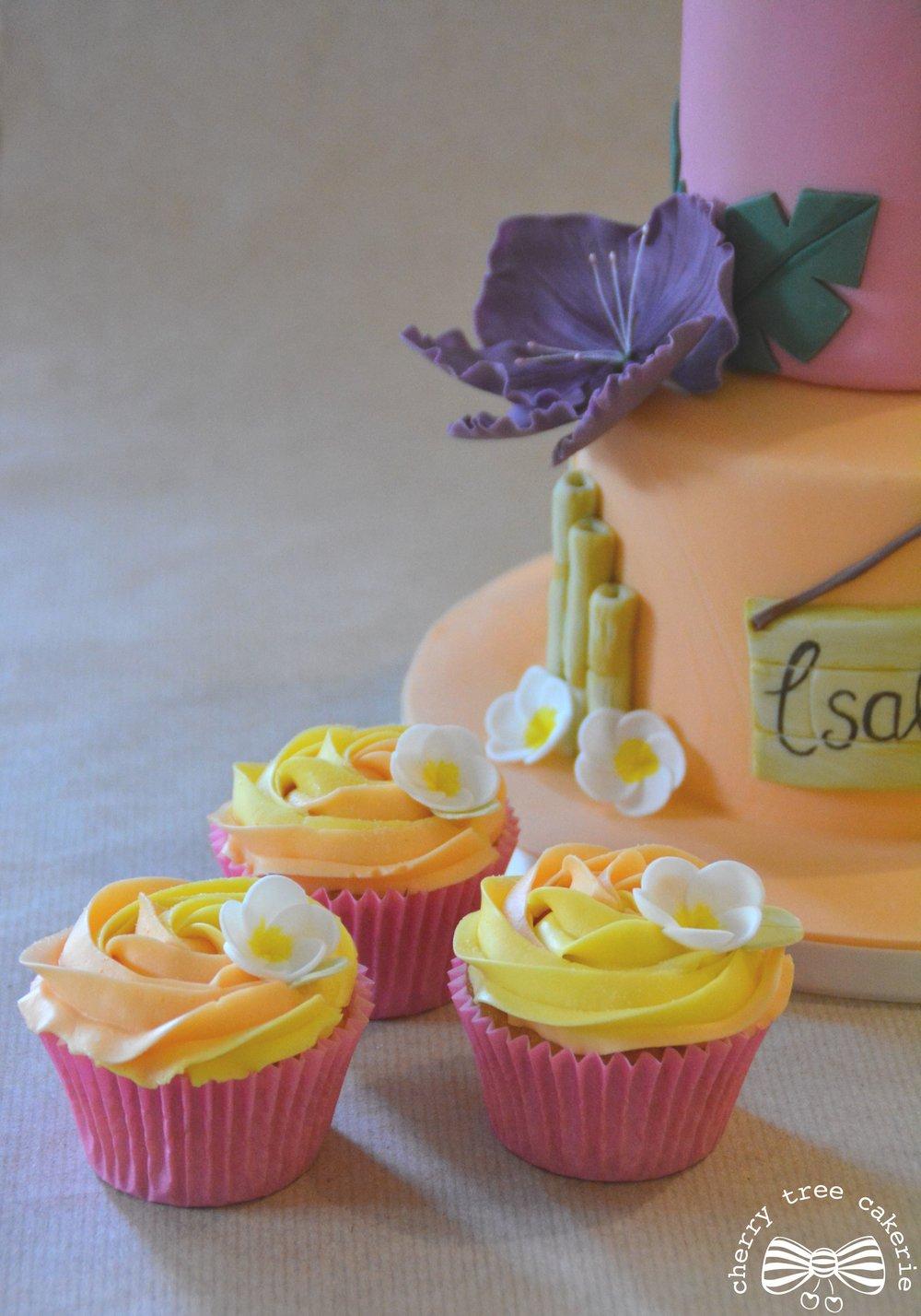 tropical-hawaiian-birthday-cupcakes