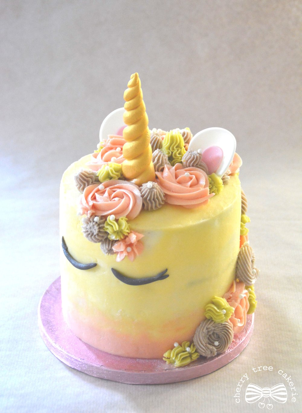 pastel-pink-unicorn-cake