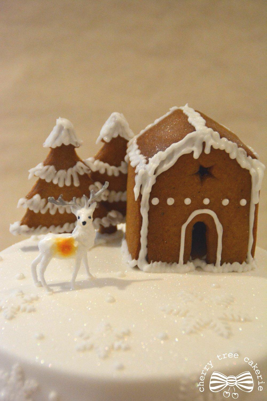 gingerbread-house-christmas-cake