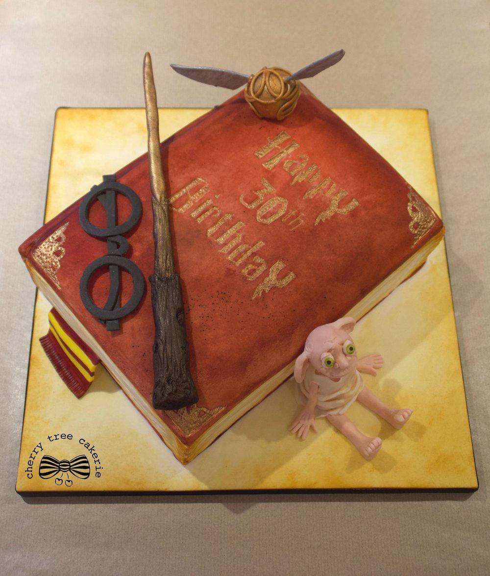 Harry-Potter-spellbook-cake