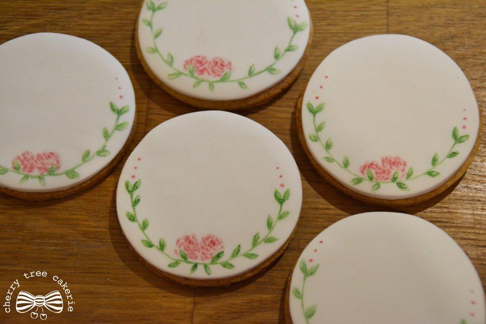 Rose-crown-detail-wedding-biscuit-favours