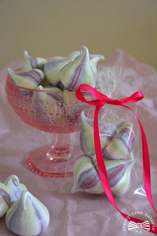 meringue-kisses-wedding-favours