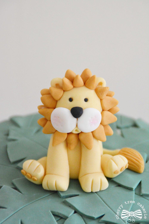 Lion-cake-topper