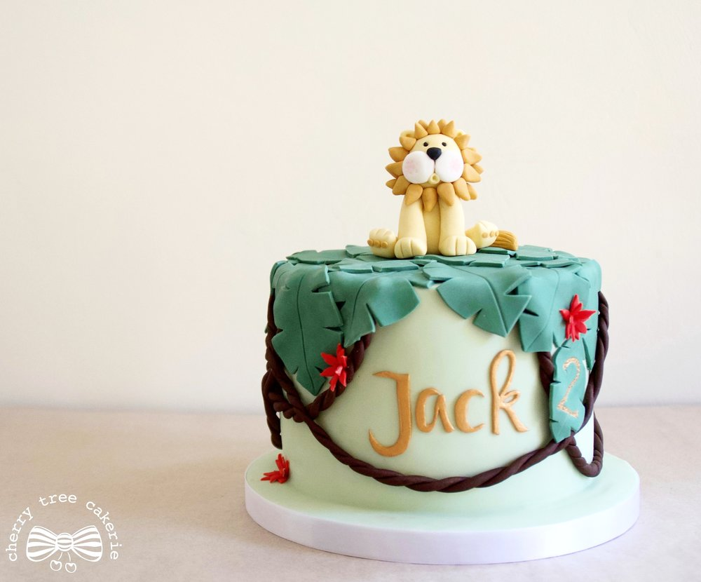 Jungle-lion-birthday-cake