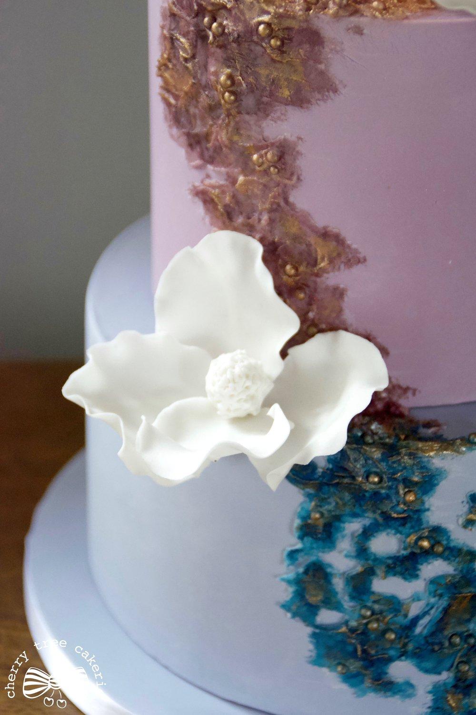 Textured-wedding-cake-with-sugar-flowers