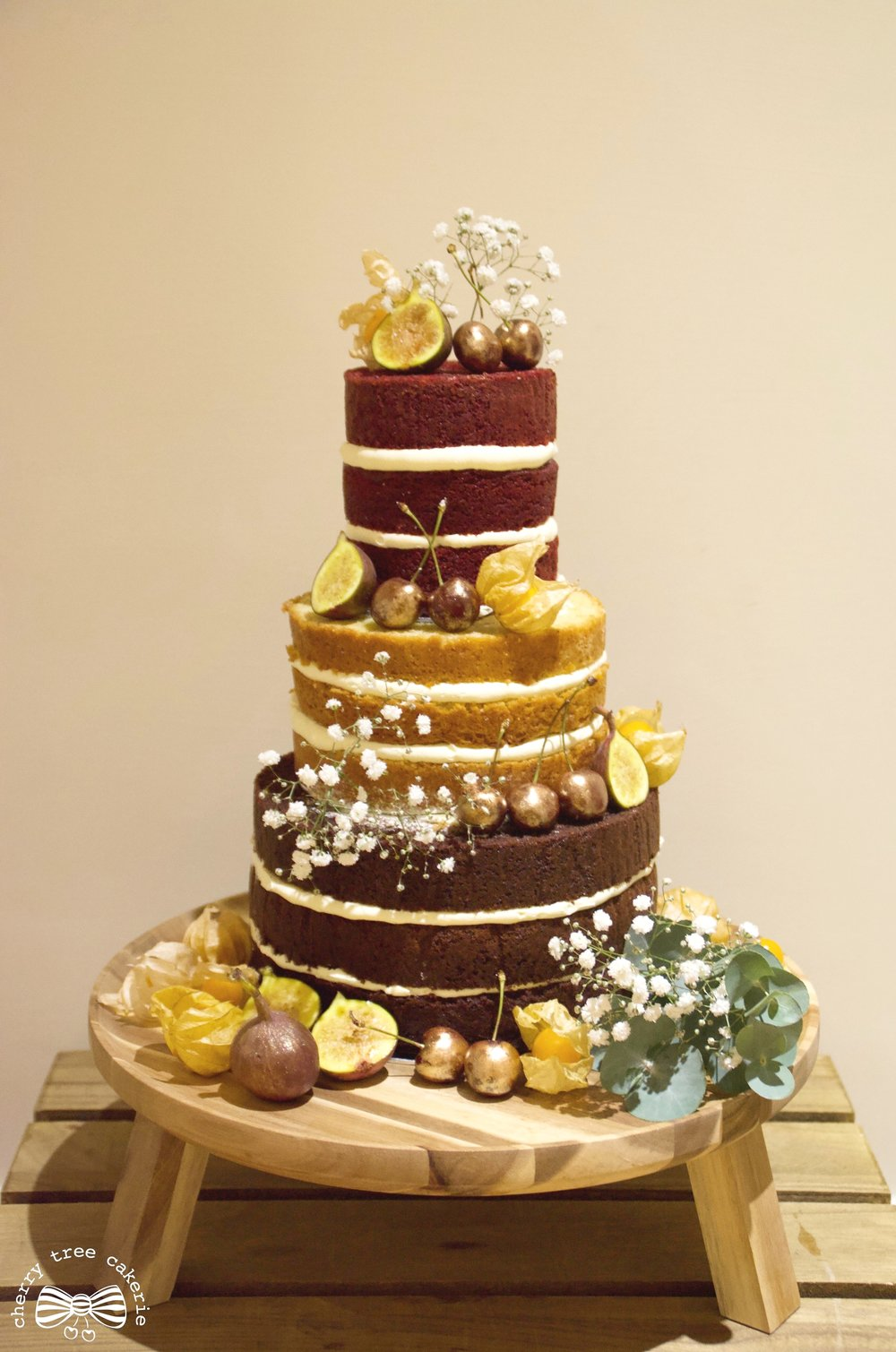 Rustic-naked-wedding-cake