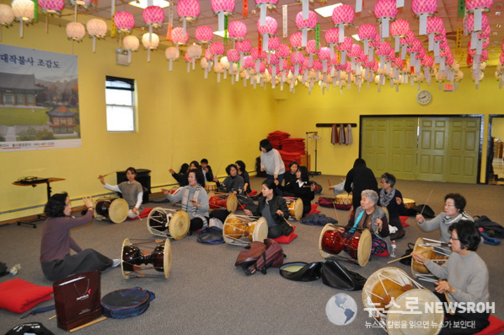 Nae Woolrim Korean Traditional Percussion    Sundays from 2pm to 3pm  Established by the president of Korean Performing Arts Center(KPAC), Soo Yeon Park and taught by her disciples Hyuna Lee and Annaleigh Potterson, Nae Woolrim is Wonkaksa's Korean Traditional Percussion group.
