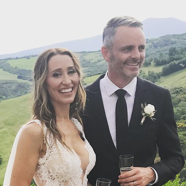 GROOM 🤵🏻 He scrubbed up after his cut over looking Tuscany, with his amazing bride by his side @wendybunnett_hair #tuscanwedding #destinationwedding #radicofani  #italy #wedding #groom #handsome #grooming #hair #haircuts #hairstyling #preweddingpamper #views #lsgcreativeartists #travel #global