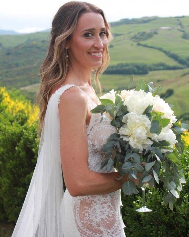 BRIDE👰 Perfect day, perfect bride ! After 20 years of working together I had the privilege to do @wendybunnett_hair #hair #makeup #grooming and spending time with families ! @lsgcreativestyling #travels #locations #aroundtheworld #global #destinationwedding #weddings #italy #radicofani #tuscany #bride #love #happiness #smiles #softglam #wave #fishplait #texture #matrixstylelink