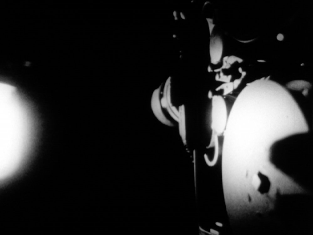 Some Unseen Lights Andrew Kim 2012 | 5 minutes | USA | 16mm | b&w | silent Three times the same strip of film. -AK