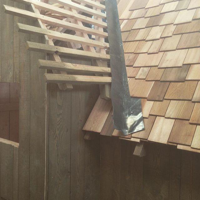 #mooiematerialen #boomhut #redcederroof #treehouse