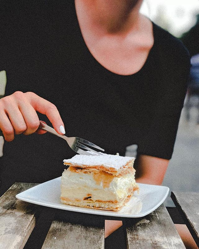 Kremòwka (cream cake) is one of the most popular dessert in Poland. It is also known as a Pope's cake as it was the favourite cake of John Paul II. You can find the best kremòwka @cukiernia_czarodziej in Krakow😋 #kremowka #deliciouspoland #popscake