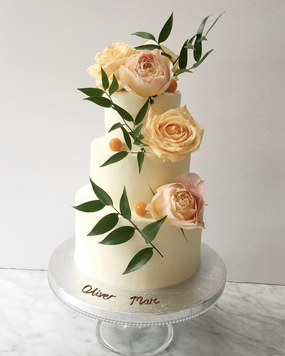 And master of the perfect simple wedding cake  @lily_vanilli_cake