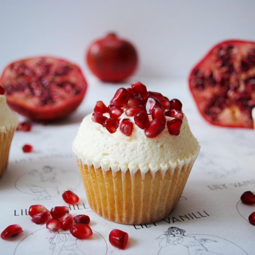 @lily_vanilli_cake 's pomegranate cupcakes