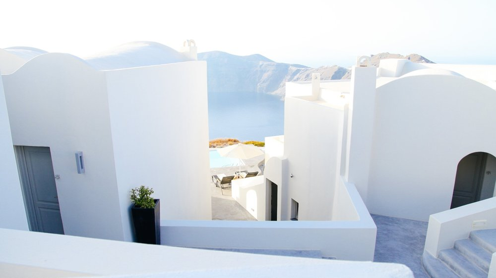 valentines-getaway-romantic-holiday-vacation-trip-long-weekend-destinations-santorini-greece-amalfi-coast-positano-lisbon-portugal-europe