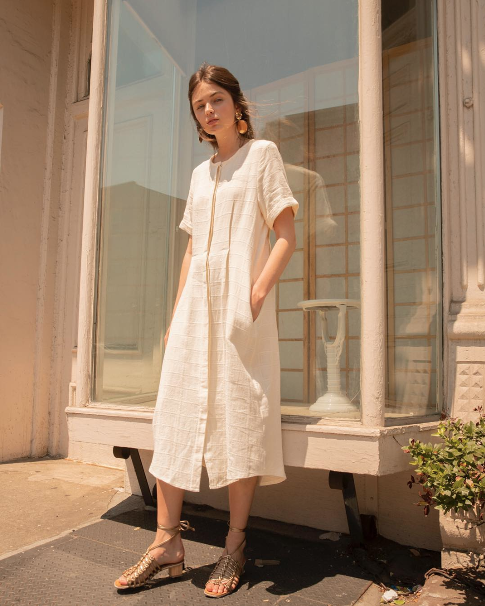 Keeping cool in linen: Journee Midi Dress @articleand