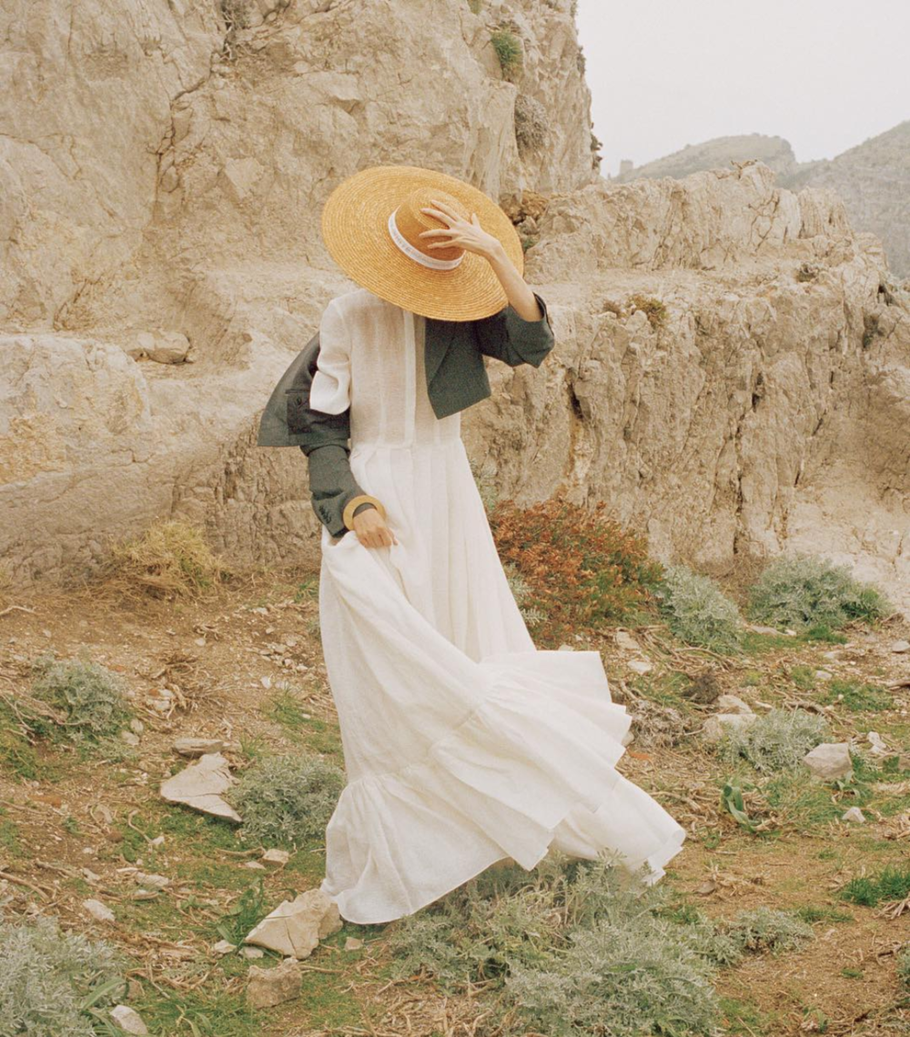 Every Summer brides must have: straw hats are in @kinfolk
