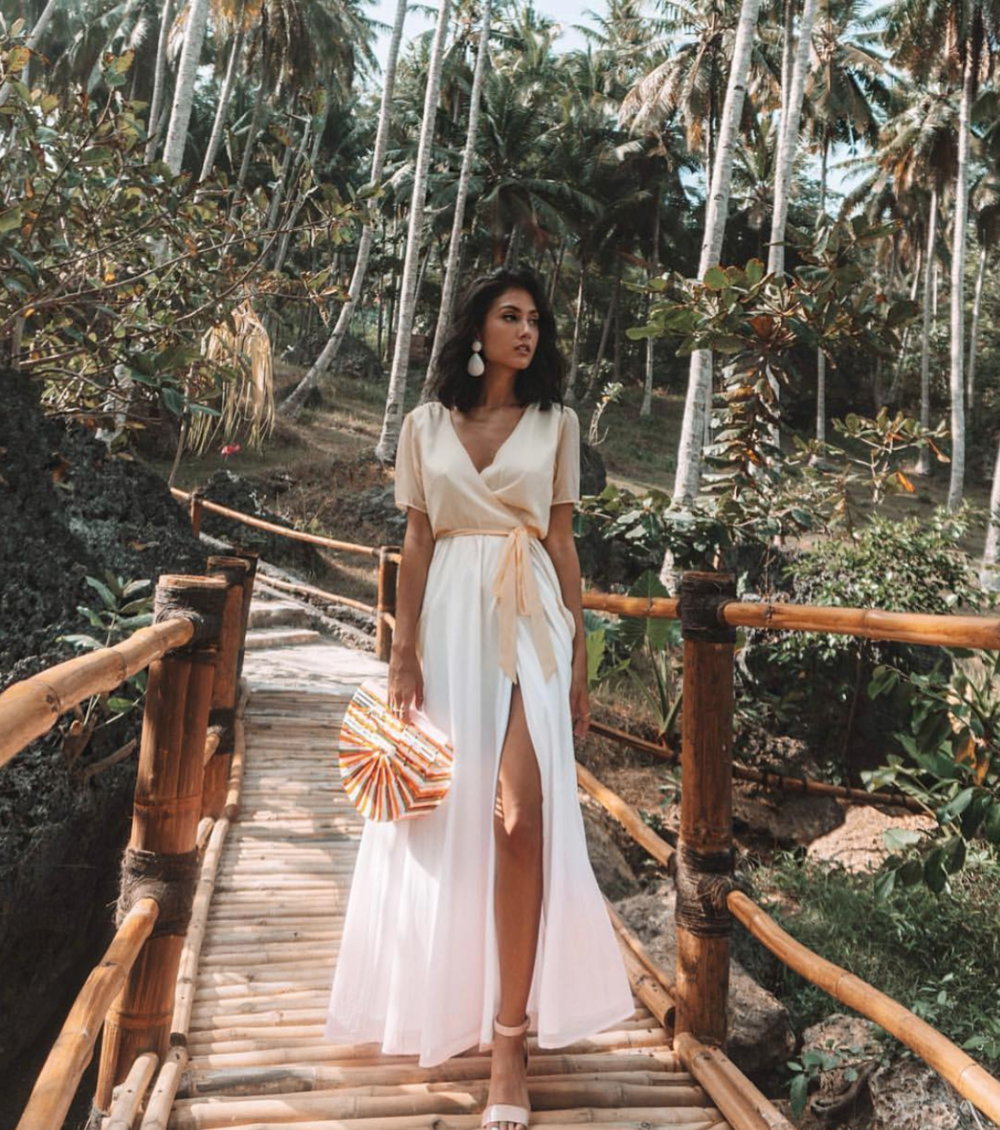 Relaxed wrap wedding dress: cool in every sense of the word @LPA