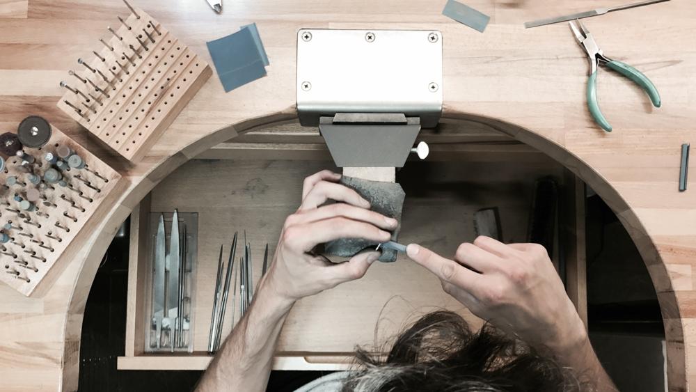 Hatton-Garden-Benchwork-Junior-Goldsmith-jobs-London-Queensmith-Master-Jewellers