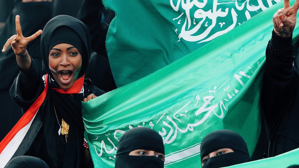 Saudi-women-watch-football-first-time.jpg