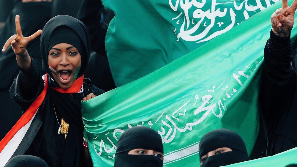 Saudi-women-watch-football-first-time.jpg
