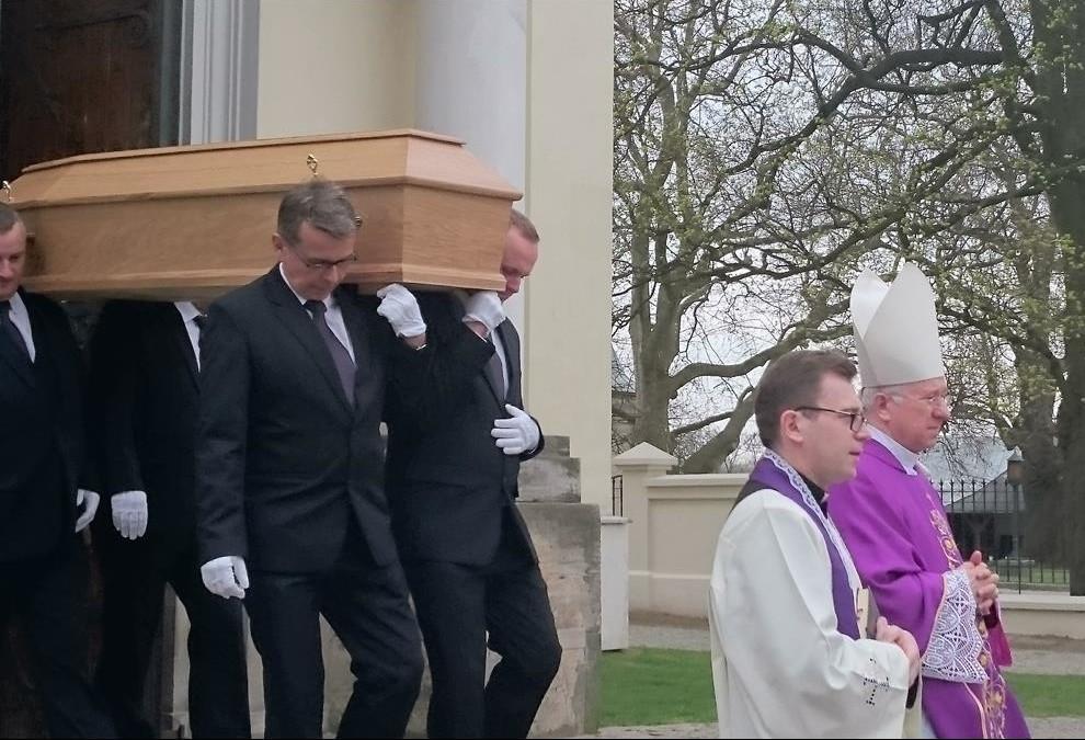 pogrzeb-s.Małgorzaty-20-Copy-e1460104395239.jpg