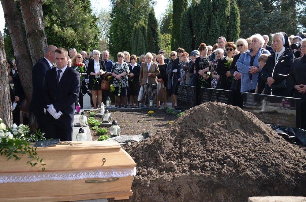 pogrzeb Estery (36) (Copy).JPG