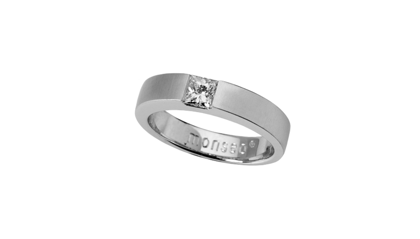 AN1871 -    SOLITAIRE CARRÉ    Moments Collection   19,2 Kt. white gold ring with 1 princess cut diamond with 0,31 ct.  Price 2,460 €