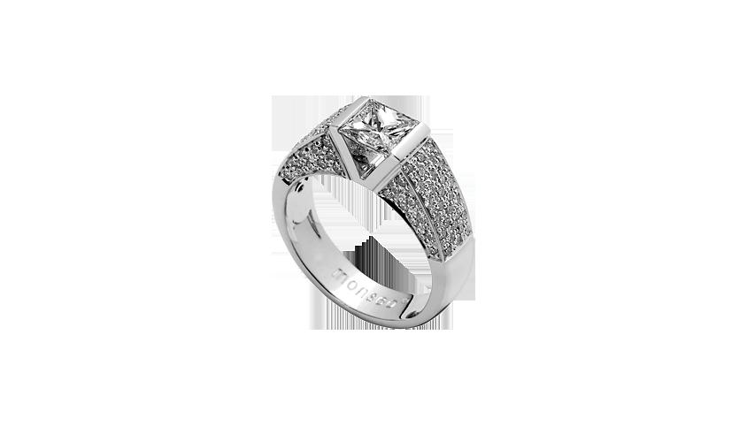 AN1532A - ETERNAL SOLITAIRE   Eternal Collection   Anel em ouro branco 19,2 kt. com 96 diamantes lapidação brilhante com 0,97 ct. e diamante central lapidação princesa com 0,50 ct., cor H, VVS1 (possui certificado GIA)  PVP 9,900 €