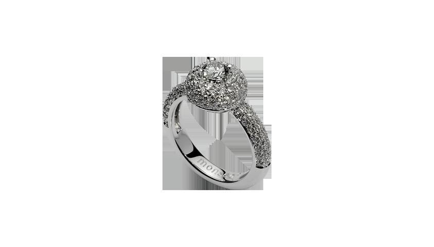 AN1712 - ETERNAL PASSION SOLITAIRE   Eternal Collection   Anel em ouro branco 19,2 kt. com 106 diamantes lapidação brilhante com 0,82 ct. e diamante central lapidação brilhante com 0,25 ct.  PVP 4,800 €