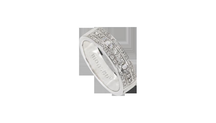 AN2266 - Anel Moments Collection   Anel em ouro branco 19,2 kt. com 36 diamantes lapidação brilhante com 0,15 ct. e 11 diamantes lapidação princesa com 0,37 ct.  PVP 2,460 € - existe em stock