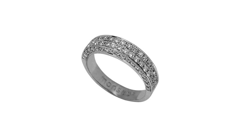 AN1287L - Anel QUADRATU 002 Moments Collection com cravação lateral   Anel em ouro branco 19,2 kt. com 54 diamantes lapidação brilhante com 0,27 ct. e 1 diamante lapidação princesa com 0,31 ct.  PVP 3,080 € - apenas por encomenda