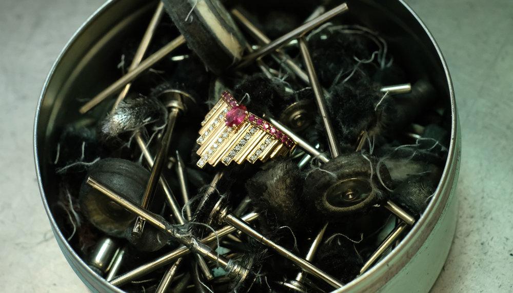 neo-deco-art-deco-monseo-ruby-diamond-ring.jpg