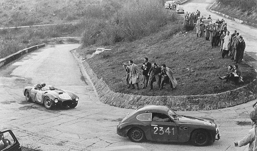 1954-mille-miglia-alberto-ascari-lancia-d24-passing-brandoli-claes-marino-fiat-e1396889894505.jpg