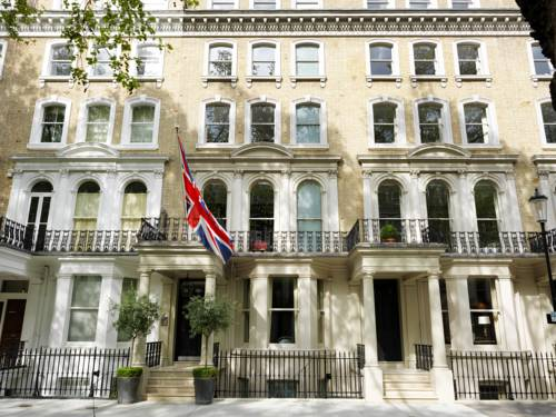 The Knightsbridge Hotel today (still with the Union Jack). Rates were 40 shillings for a single room, 60/- with a private shower and 70/- with a private bath. Now rates start at £270 a night.