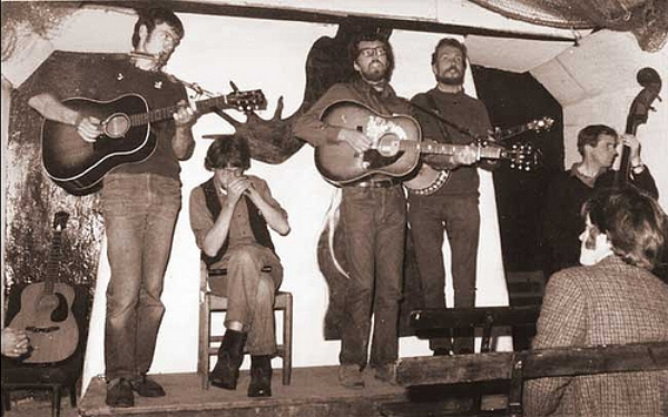 English folk club, 1967  Photo: kernowbeat.co.uk/folkcottage
