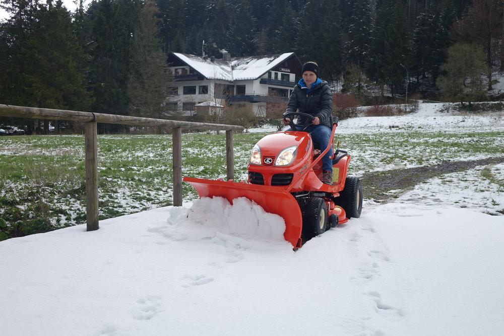 Kubota - GR1600-II mit Schneeschild
