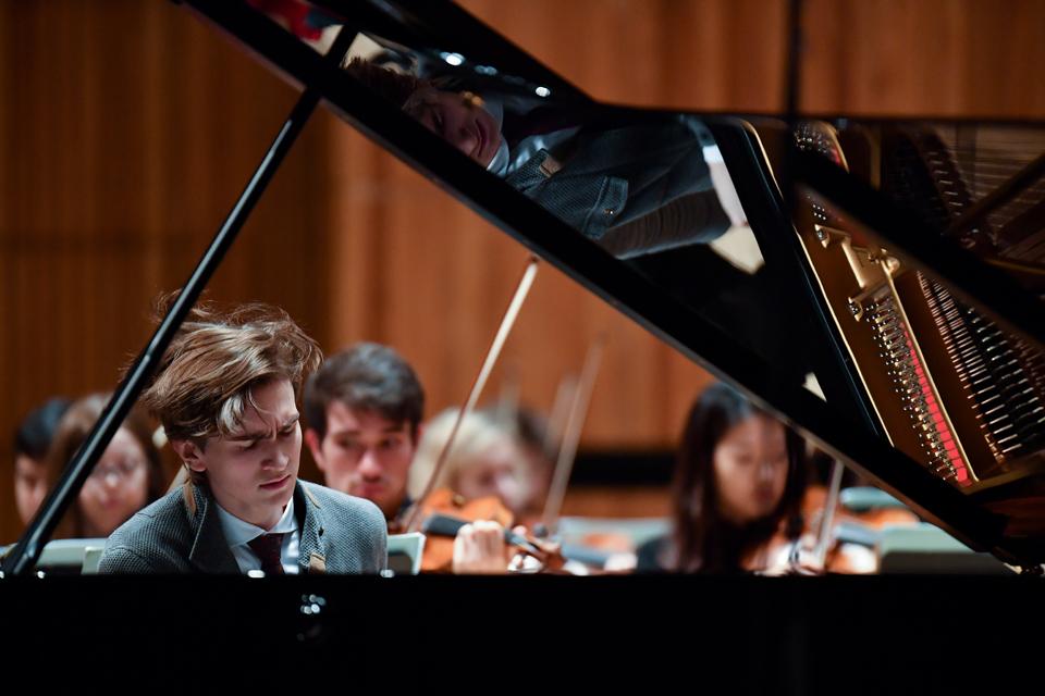Daniel Kharitonov piano RFH 6x4.jpg