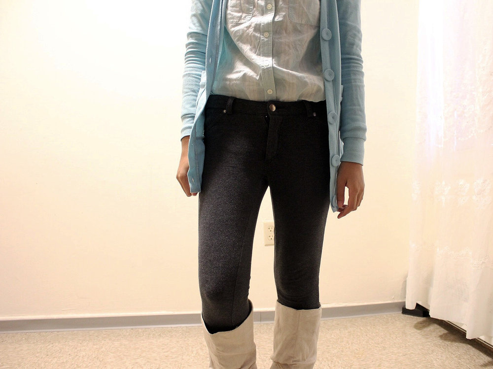 Pastel-Light-Colors-In-Winter-Blue-Cardigan-Blue-Button-Up-Gray-Pants-Blogger-Style-LINDATENCHITRAN-1-1442x1080.jpg