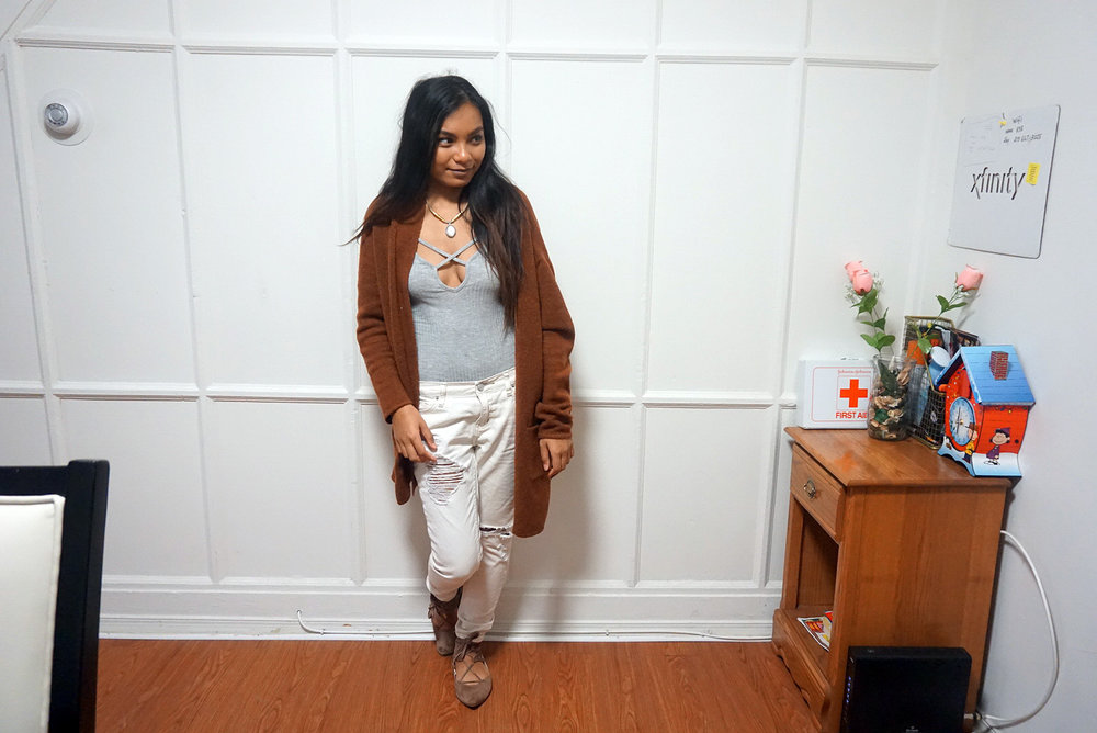 Caramel-Cardigan-Camel-Cardigan-Bodysuit-Boyfriend-Jeans-Ripped-Jeans-Blogger-Style-Casual-Look-LINDATENCHITRAN-3-1616x1080.jpg