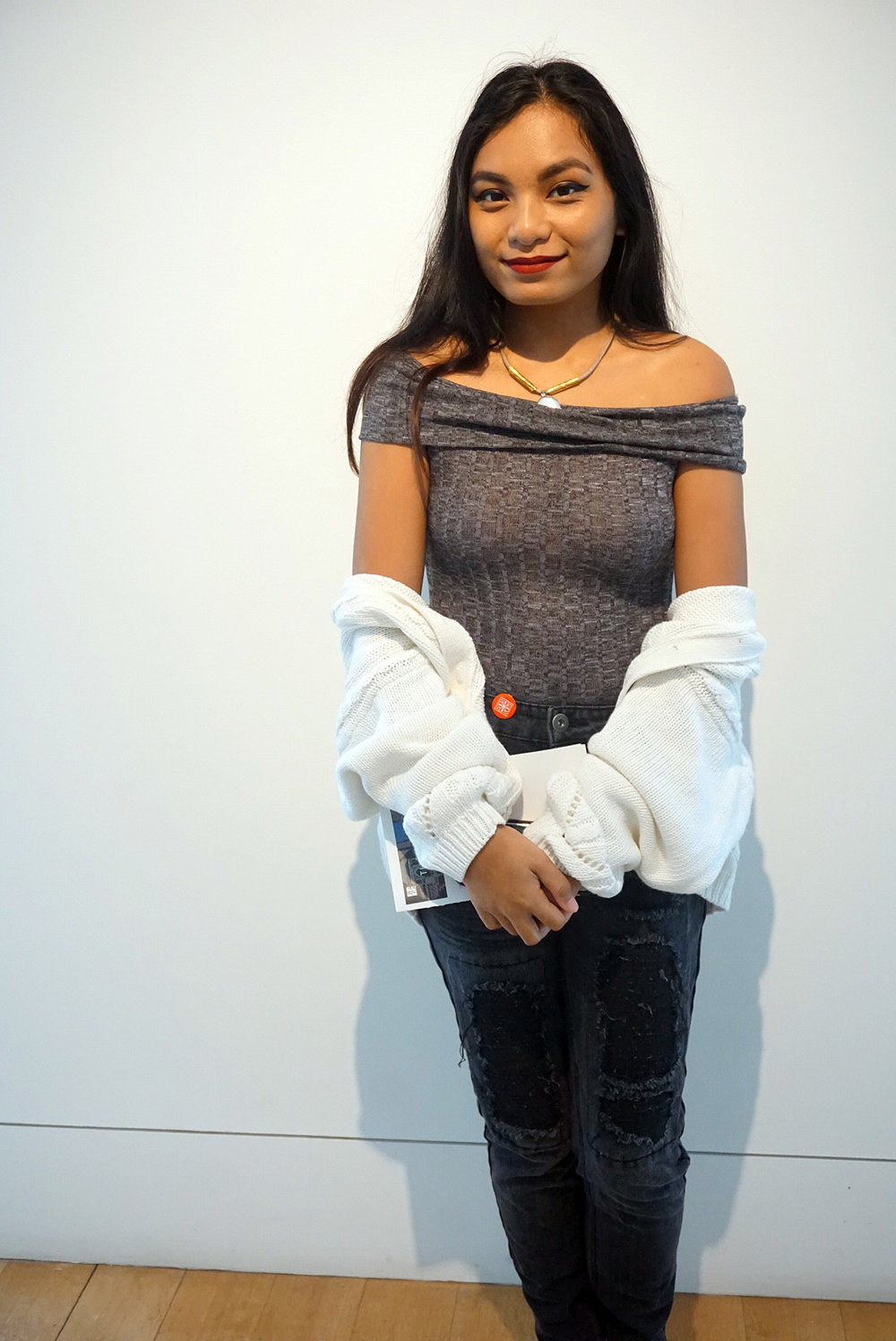 Off-The-Shoulder-Bodysuit-Black-Faded-Ripped-Girlfriend-Jeans-Blogger-Style-Casual-Look-LINDATENCHITRAN-1-1080x1616.jpg
