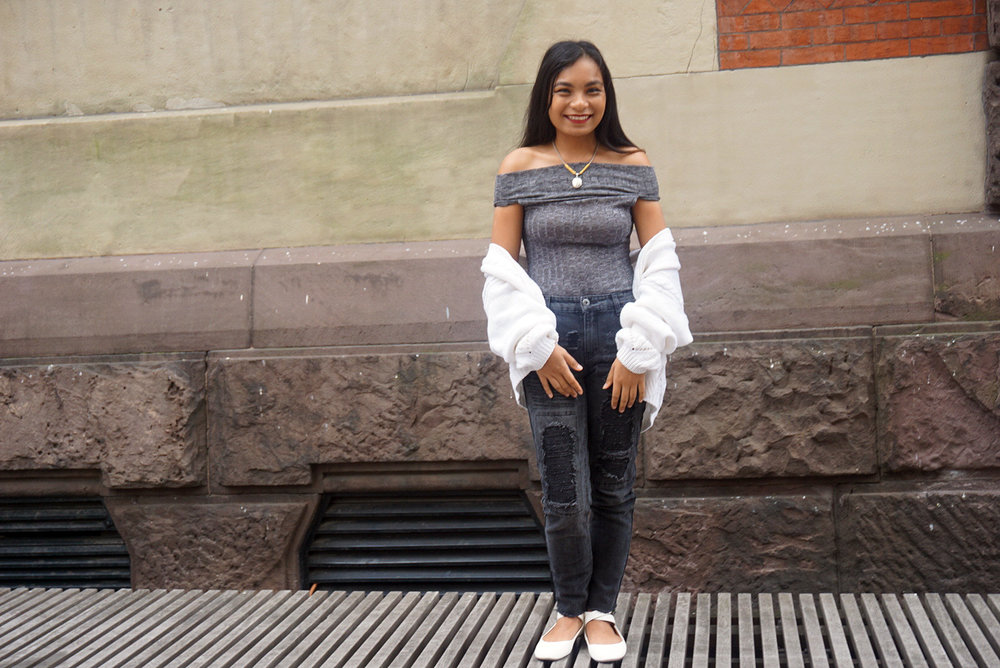 Off-The-Shoulder-Bodysuit-Black-Faded-Ripped-Girlfriend-Jeans-Blogger-Style-Casual-Look-LINDATENCHITRAN-18-1616x1080.jpg