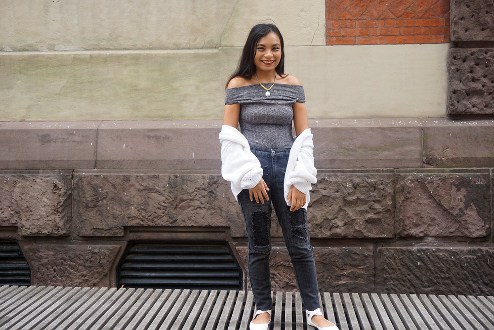 Off-The-Shoulder-Bodysuit-Black-Faded-Ripped-Girlfriend-Jeans-Blogger-Style-Casual-Look-LINDATENCHITRAN-19-1616x1080.jpg