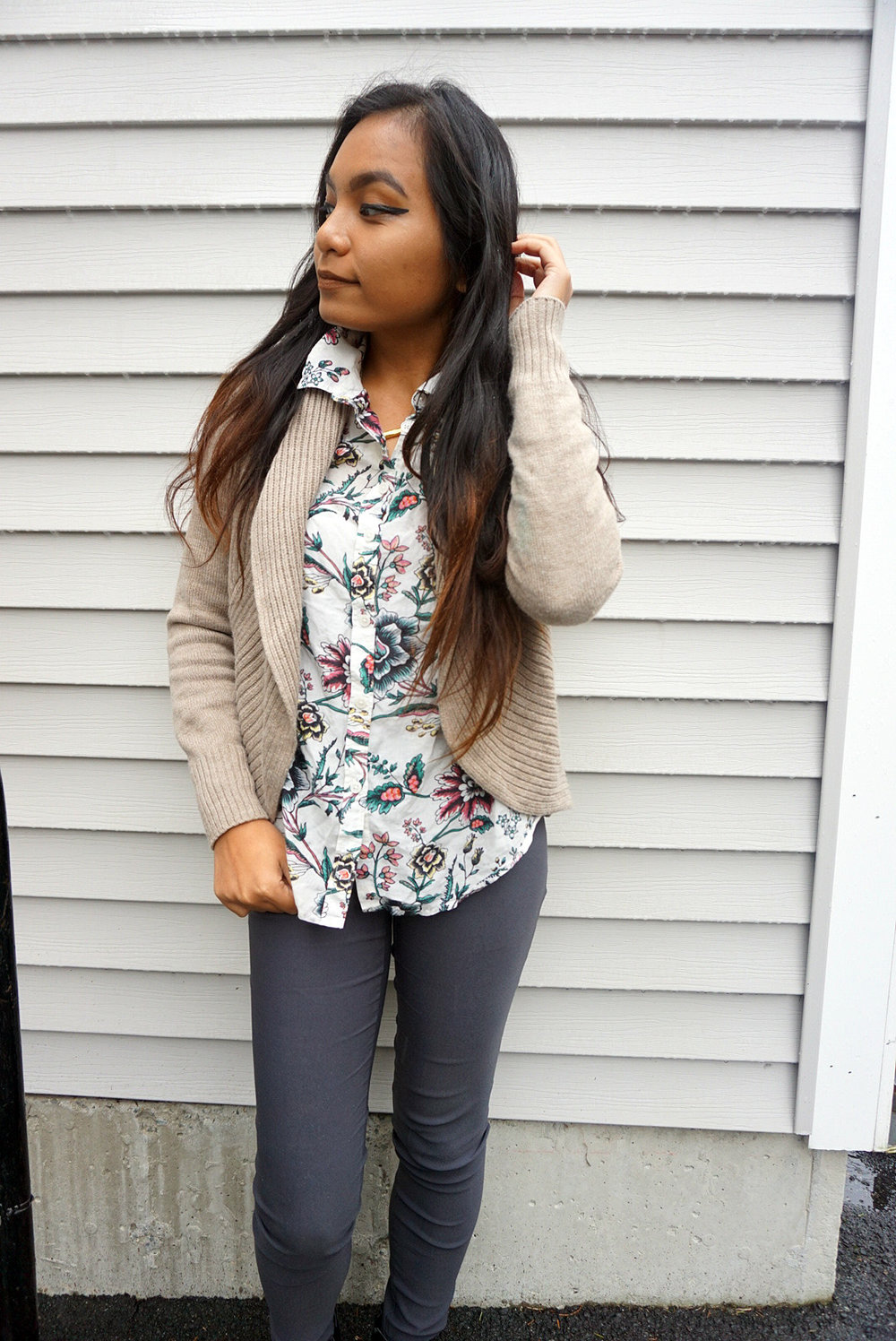 Neutral-Tones-With-Florals-Beige-Cardigan-Floral-Button-Up-Work-Appropriate-Office-Wear-Blogger-Style-LINDATENCHITRAN-11-1616x1080.jpg