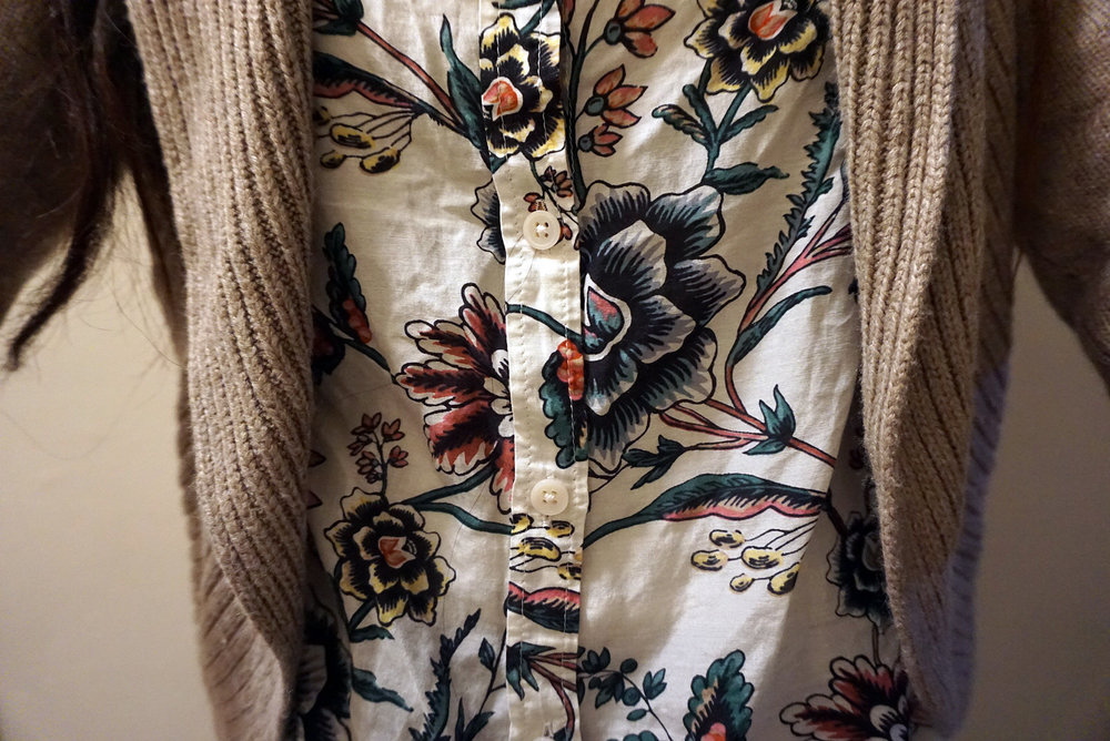 Neutral-Tones-With-Florals-Beige-Cardigan-Floral-Button-Up-Work-Appropriate-Office-Wear-Blogger-Style-LINDATENCHITRAN-16-1616x1080.jpg